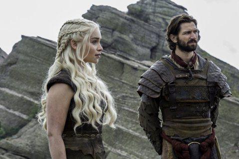 全球超夯HBO大戲「冰與火之歌:權力遊戲」熱播中的第7季屢創收視新高,每一集都引起萬千觀眾熱烈討論。然而因為角色眾多,劇組其實數度換角,不過一般觀眾很少會注意到。本季中,山姆威爾的弟弟狄肯再度登場,...