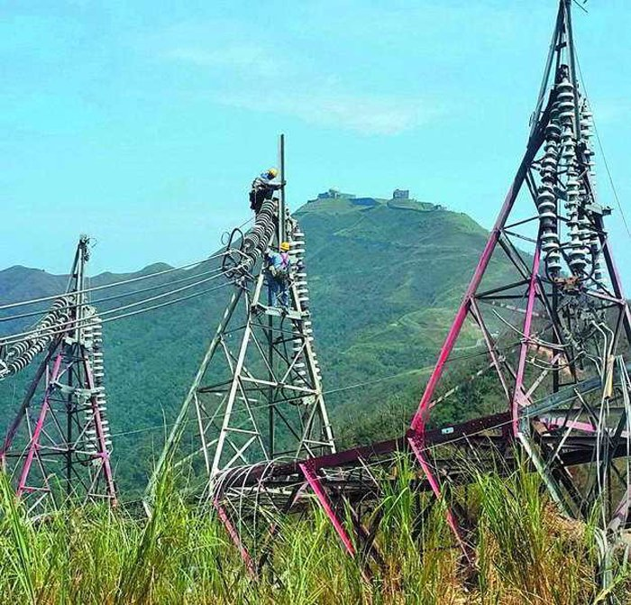 尼莎吹垮花蓮和平電廠輸電鐵塔,讓供電產生大問題。 翻攝自經濟部臉書
