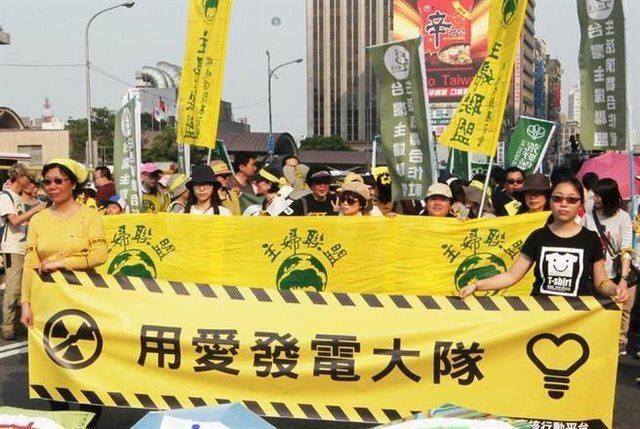 兩年前廢核大遊行的用愛發電大隊。 圖/摘自主婦聯盟臉書