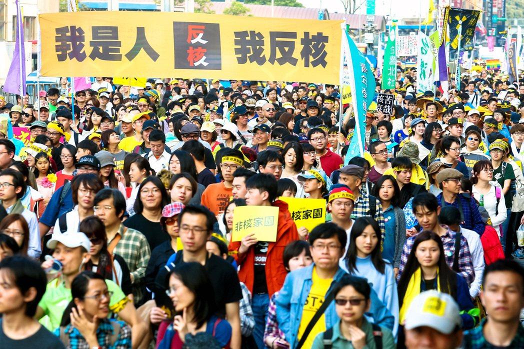 兩年前314廢核大遊行,吸引萬人參與。 圖/本報資料照