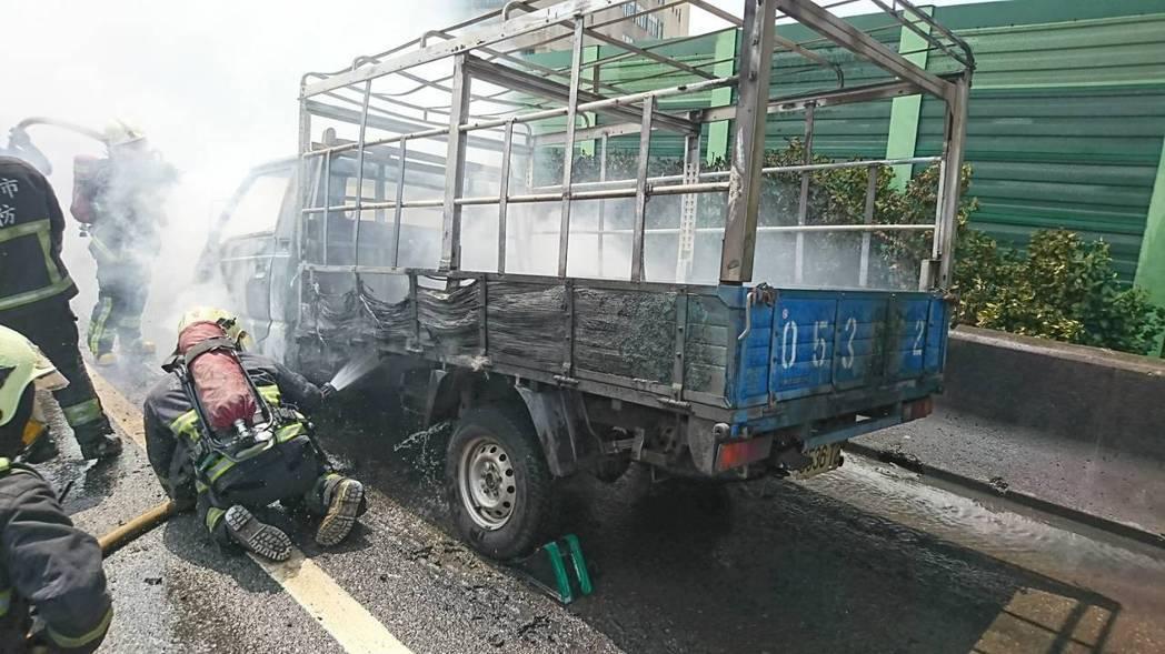 上路前應該檢查五油三水與輪胎狀況,避免天熱易發生事故。 記者林昭彰/翻攝