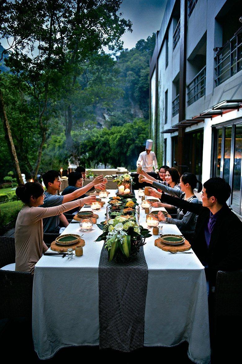 由主廚特別料體呈現的山中盛宴,在酒店充滿自然與美學的陳設下,沉浸於天然美景的饗宴...