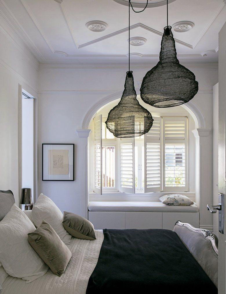 臥室整體色調清透明亮,亦以具現代感之金屬薄絲燈飾加以點綴,讓屋主能夠在休息時獲得...