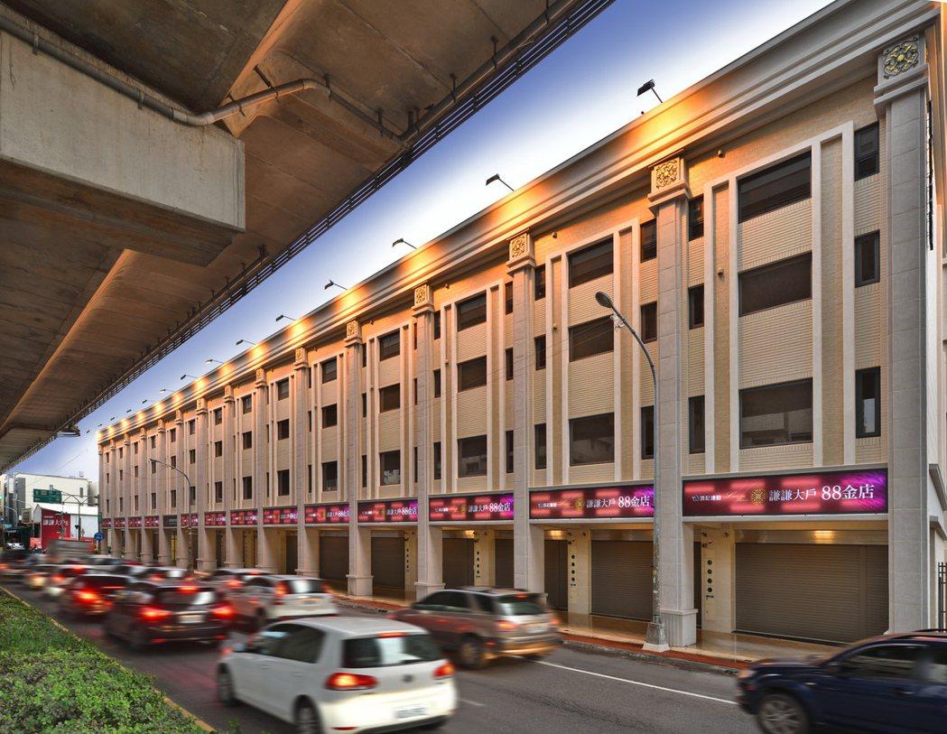 「謙謙大戶88金店」位於車水馬龍的過埤路上。 圖片提供/頂記建設