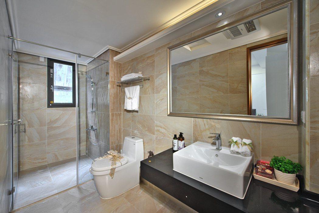 即便是店面,但主臥衛浴規劃有精品住家的概念。 圖片提供/頂記建設