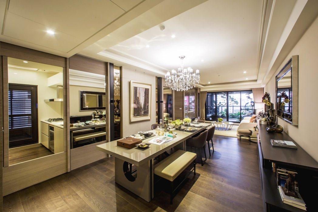 72坪格局動線良好,客廳大片落地窗,室內採光佳。 圖片提供/藏美建設