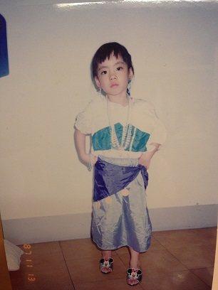 王子萱小時候最喜歡扮成鐘樓怪人裡面的艾絲梅達。 圖/王子萱提供
