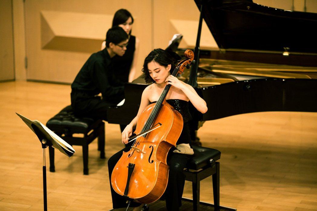王子萱一路就讀音樂班,主修大提琴。 圖/王子萱提供