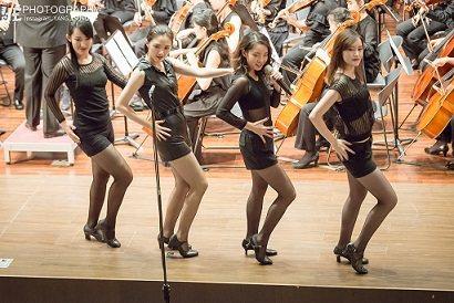王子萱(左三)師大校慶七十周年唱跳All That Jazz。 圖/王子萱提供