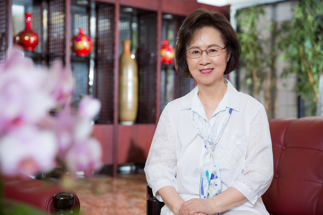 瓊瑤為新書「雪花飄落之前」接受訪談。圖/天下文化提供