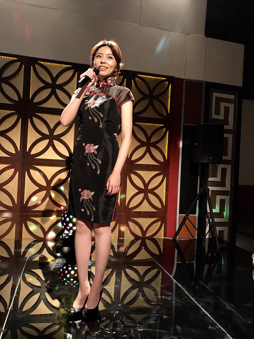 王瞳穿旗袍展示好身材。圖/民視提供