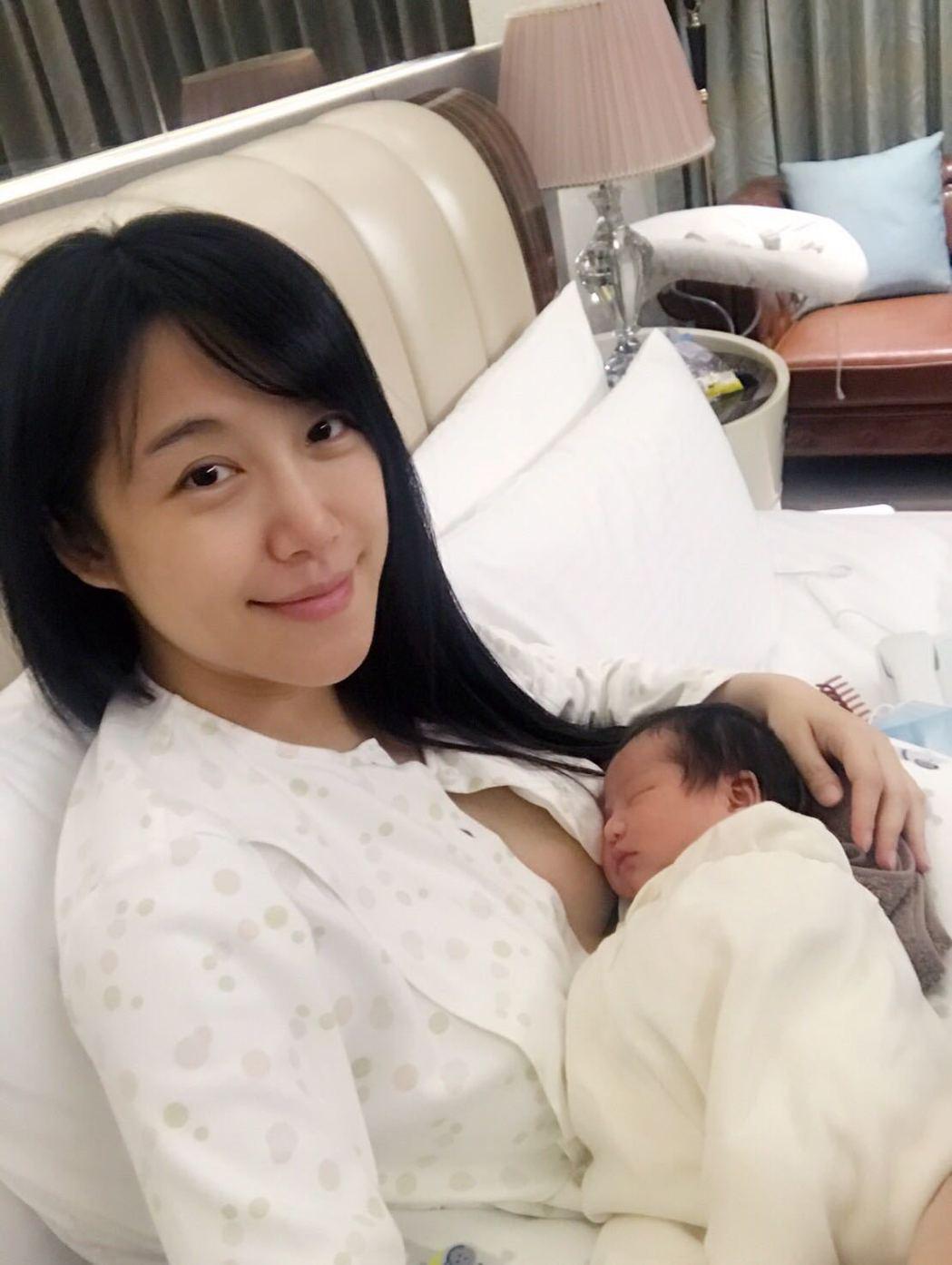 佩佩女兒順利出生,享受初為人母的喜悅。圖/璽恩產後護理之家提供