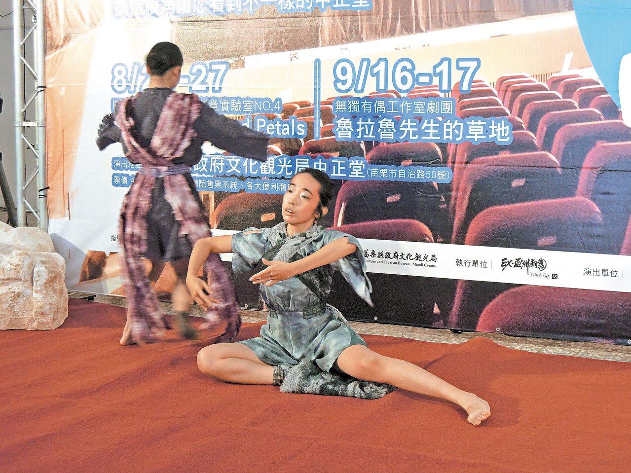 EX-亞洲劇團推出馬森經典劇作花與劍。 記者胡蓬生/攝影