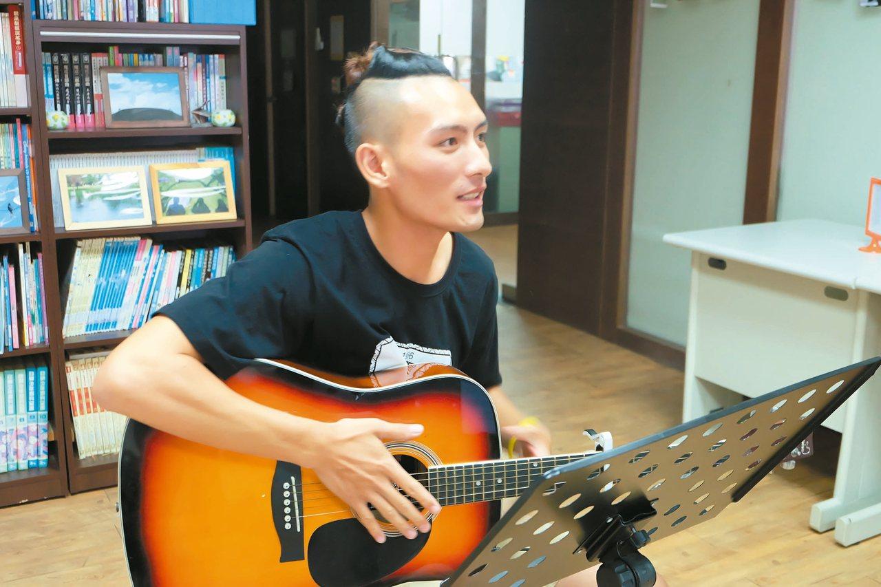 宜蘭大同鄉寒溪部落的泰雅青年吳以諾,去年報名參加「全球傑出華人流行音樂大賞」入圍...