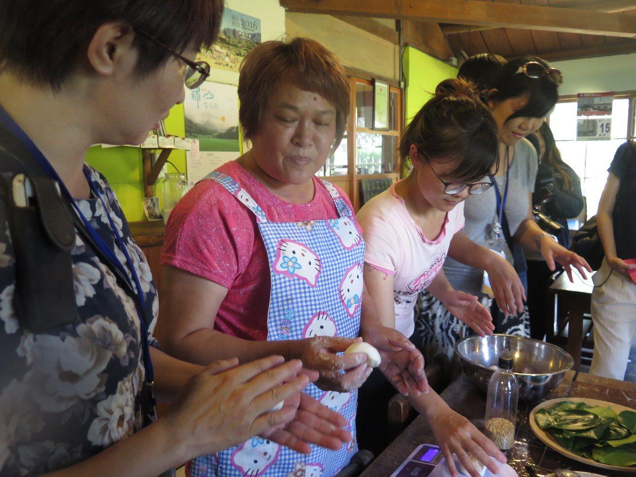 「明里13號驢行」鄉村民宿裡,有柚香客家菜包體驗。 記者徐庭揚/攝影