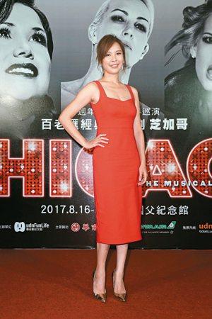 演藝圈許多藝人也慕名欣賞首演,包括金鐘獎最佳女主角天心(見圖)以一襲大紅色洋裝亮...
