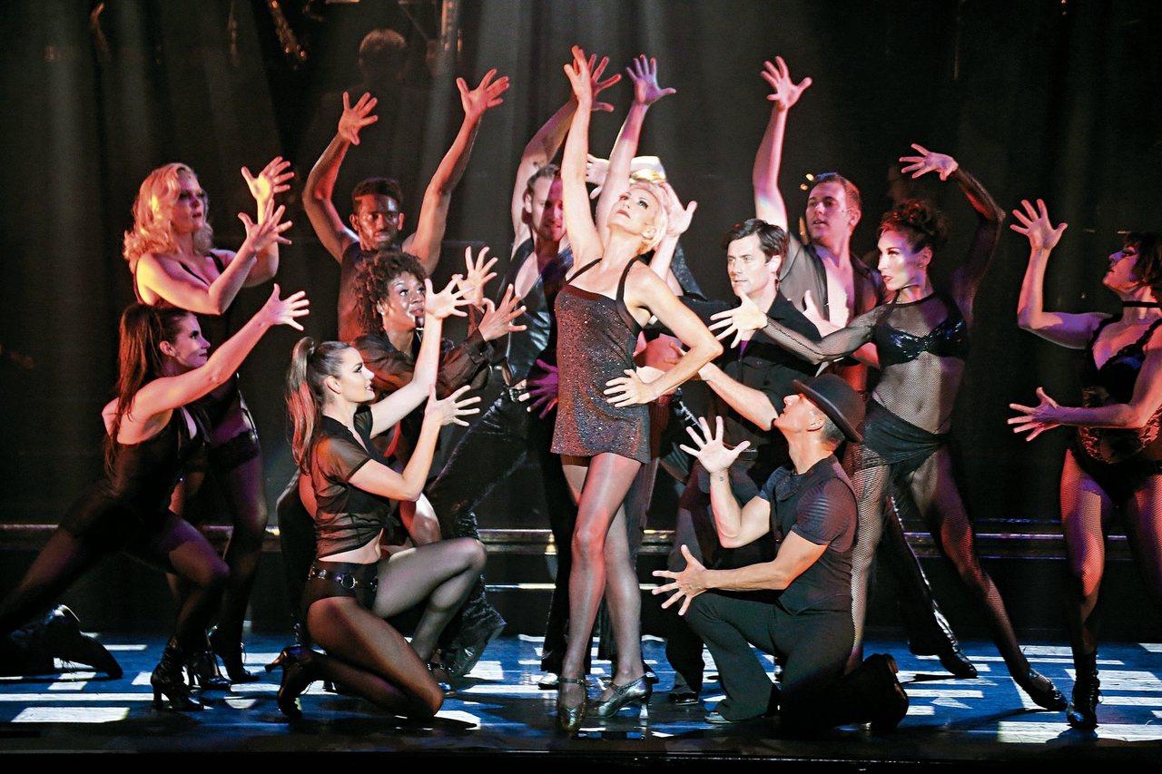 最性感美國音樂劇「芝加哥」昨晚在台北首演,票房完售,兩位女演員在台上精采飆戲。 ...