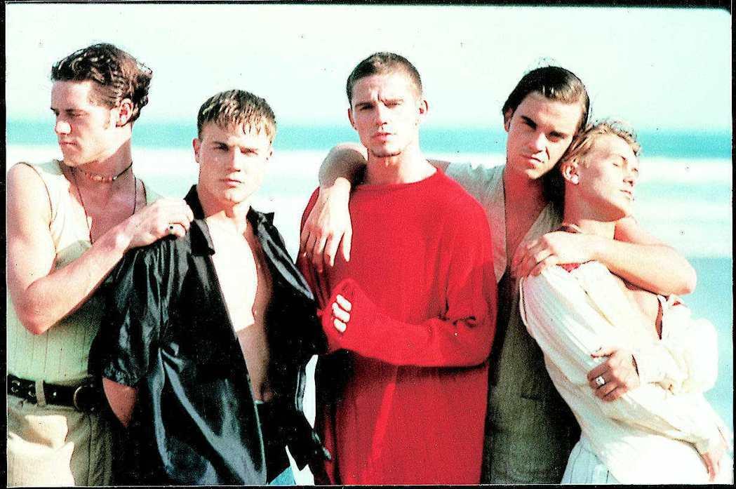 蓋瑞(左二)不到二十歲就因身為接招合唱團主唱,成為演藝圈紅星。圖/聯合報系資料照