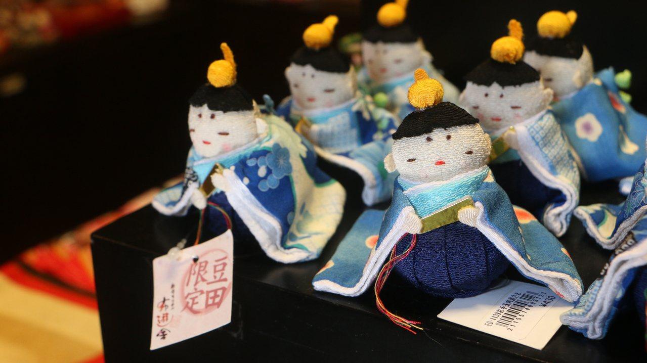 漫遊日田町把玩傳統民藝童玩。