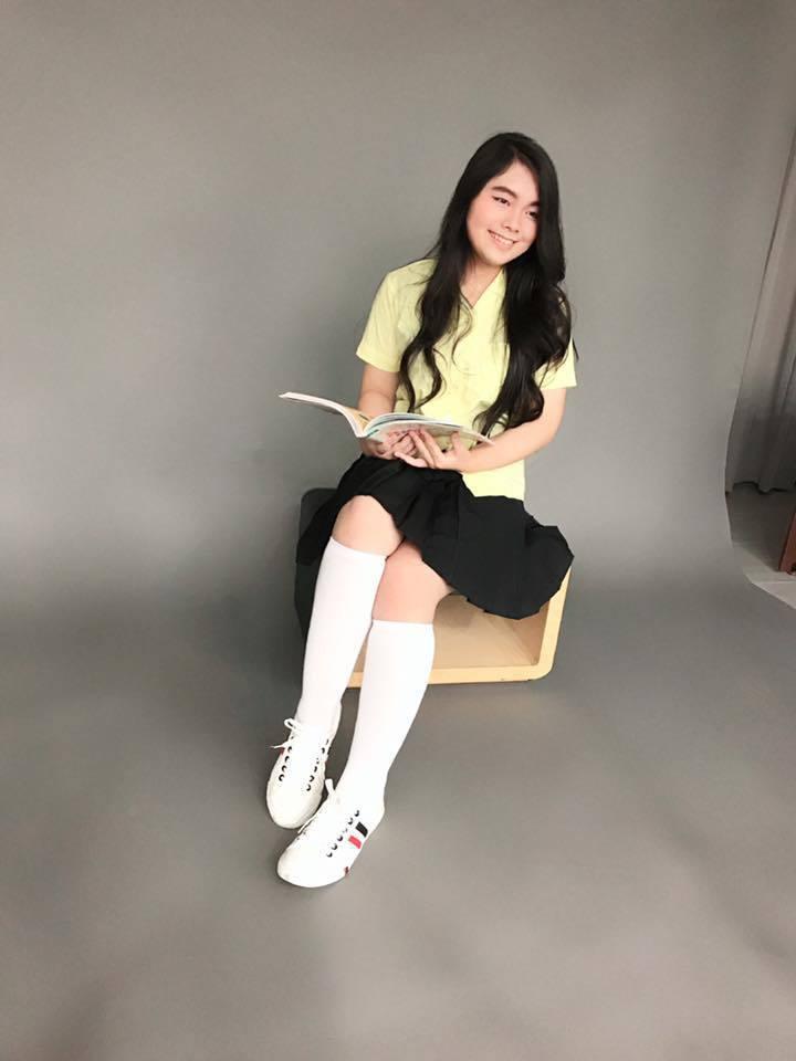 小炳的女兒央央將成為高中生。 圖/擷自小炳臉書