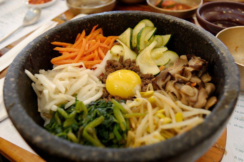「無蛋可賣」對於傳統飲食中需要大量使用蛋韓國人來說,簡直欲哭無淚。 photo ...