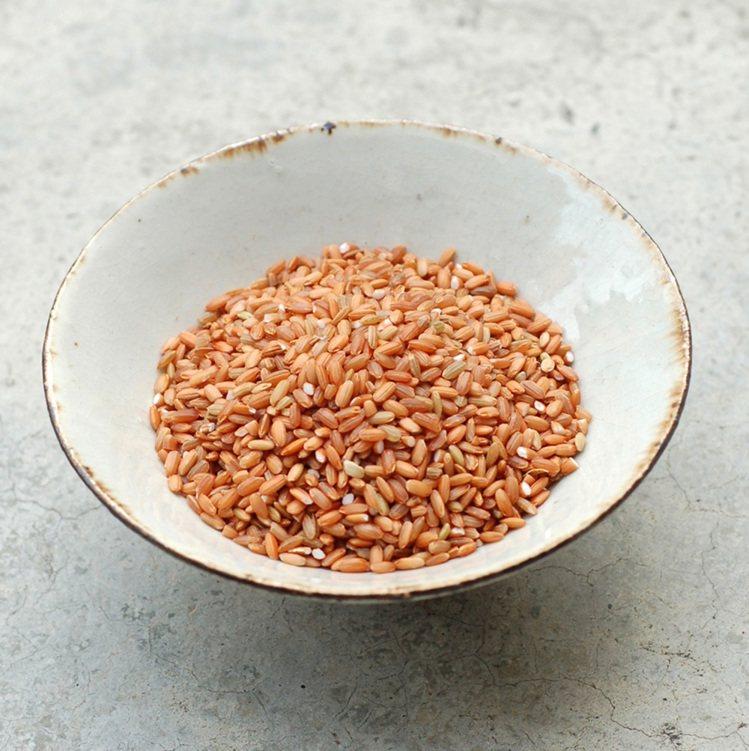 台灣原生種紅米因烹煮不易,消費者購買意願不高,促使顧瑋開發新產品。圖/顧瑋提供