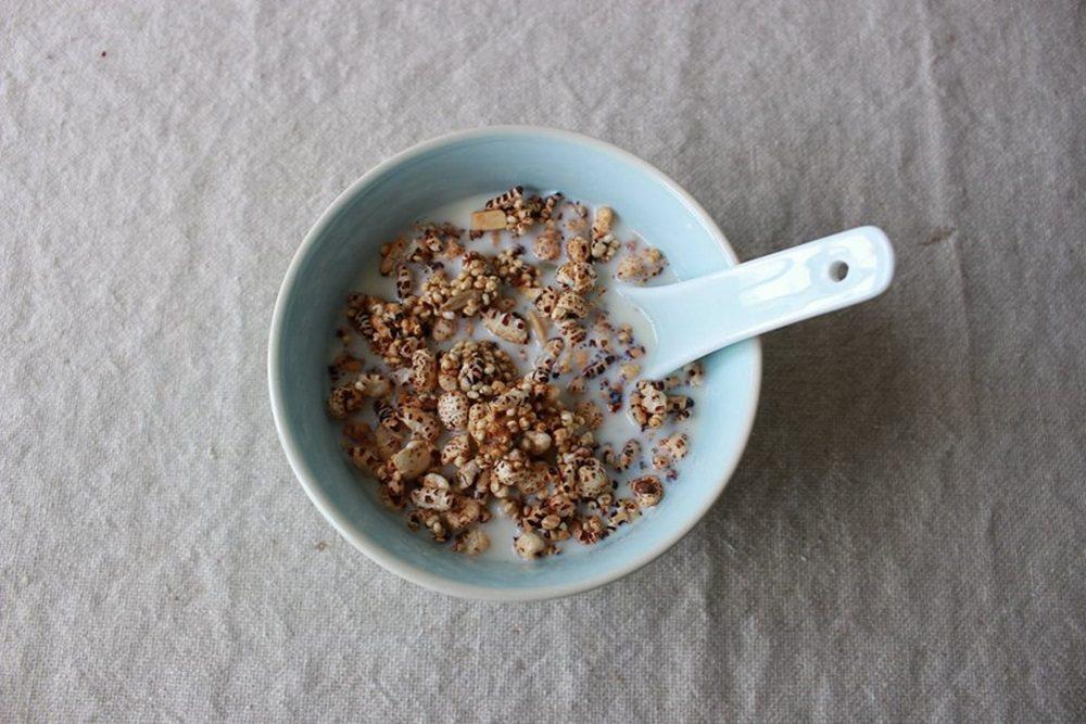 用雜穀米香泡豆漿的台式穀片,口感香氣都大勝。圖/顧瑋提供