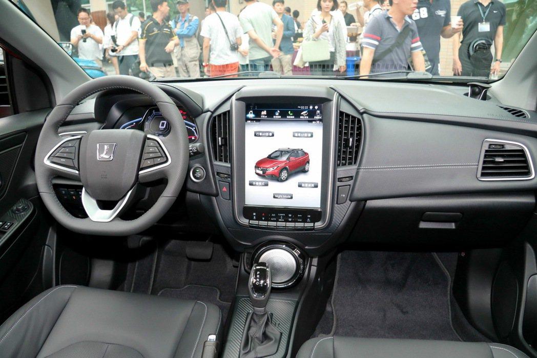 Luxgen U5全車系標配12吋HD觸控螢幕。 記者史榮恩/攝影