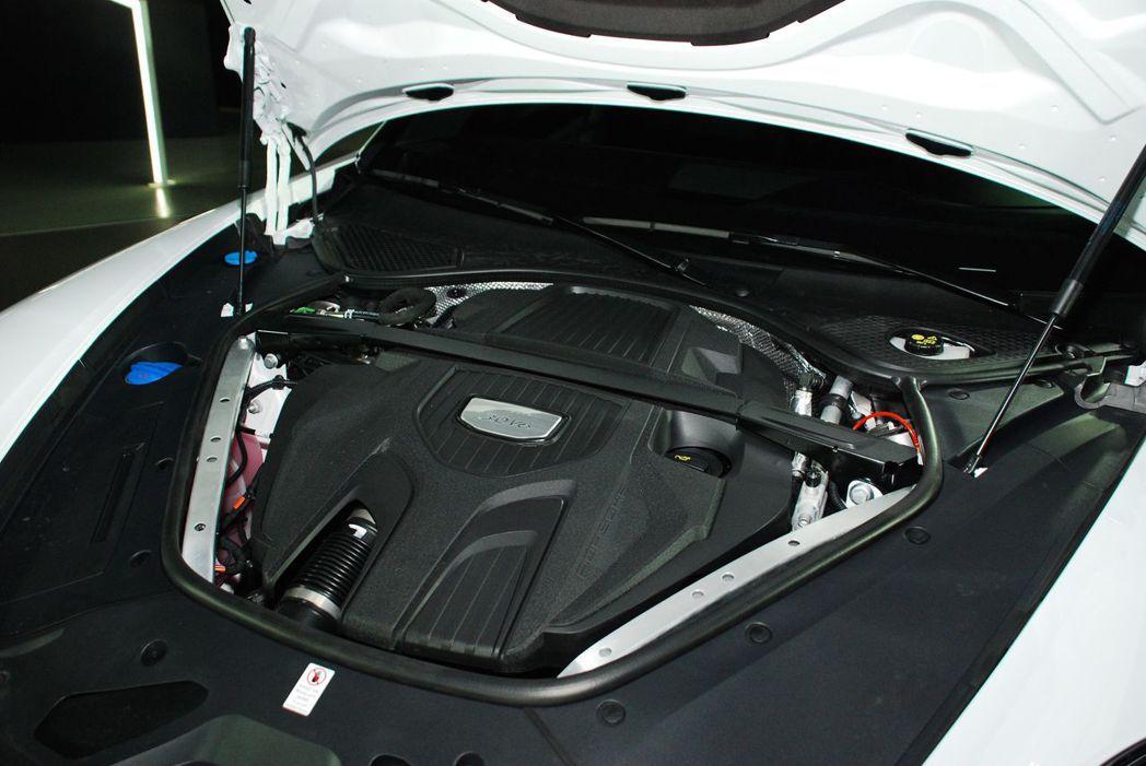 Panamera 4 Executive搭載3.0升 V6渦輪增壓引擎。記者林昱丞/攝影