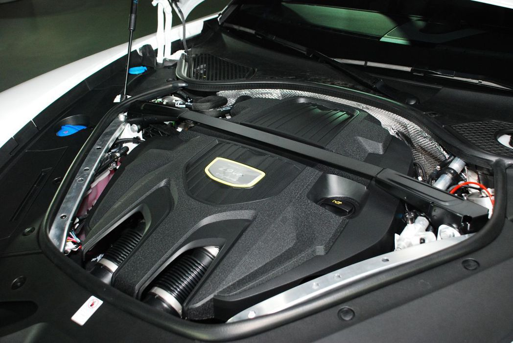 Panamera 4 E-Hybrid採用2.9升 V6雙渦輪增壓引擎。記者林昱丞/攝影