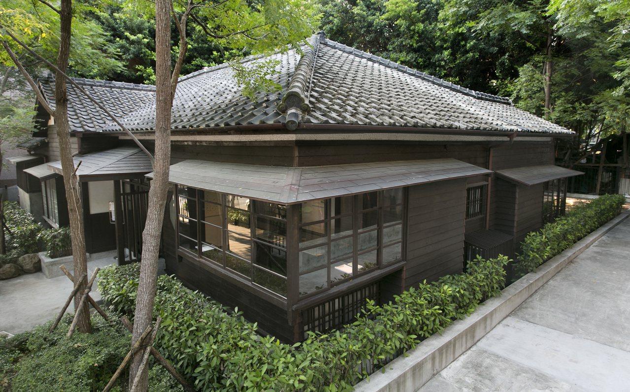 從日式宿舍轉變為文學場域的齊東詩舍。(攝影/林柏樑)