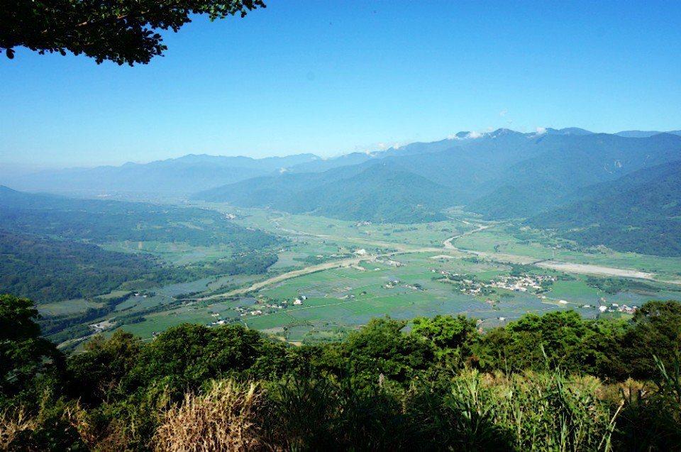 從鹿劍庭眺望花東縱谷,視野最佳。(林郁姍/攝)