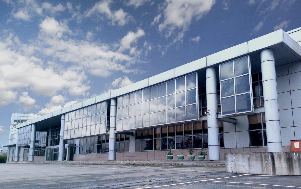 中環位華亞科學園區萬坪廠房將於 10月12日標售。第一太平戴維斯/提供