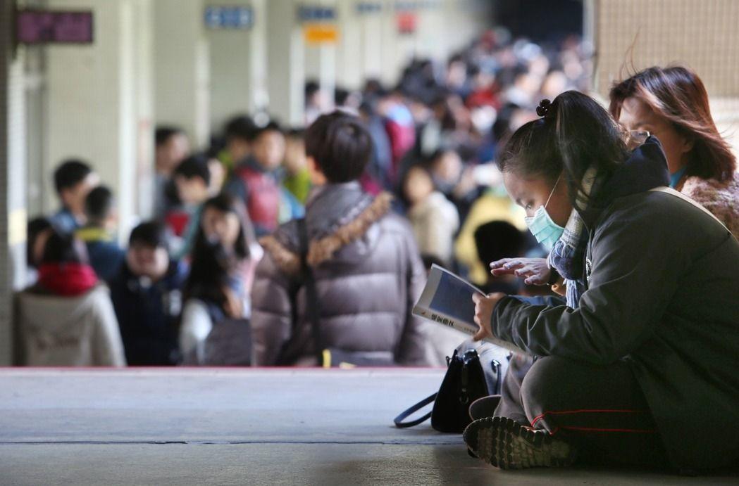 107學年度起,學測、指考、高中英聽等三項考試都不再發准考證,改持身分證正本查驗...