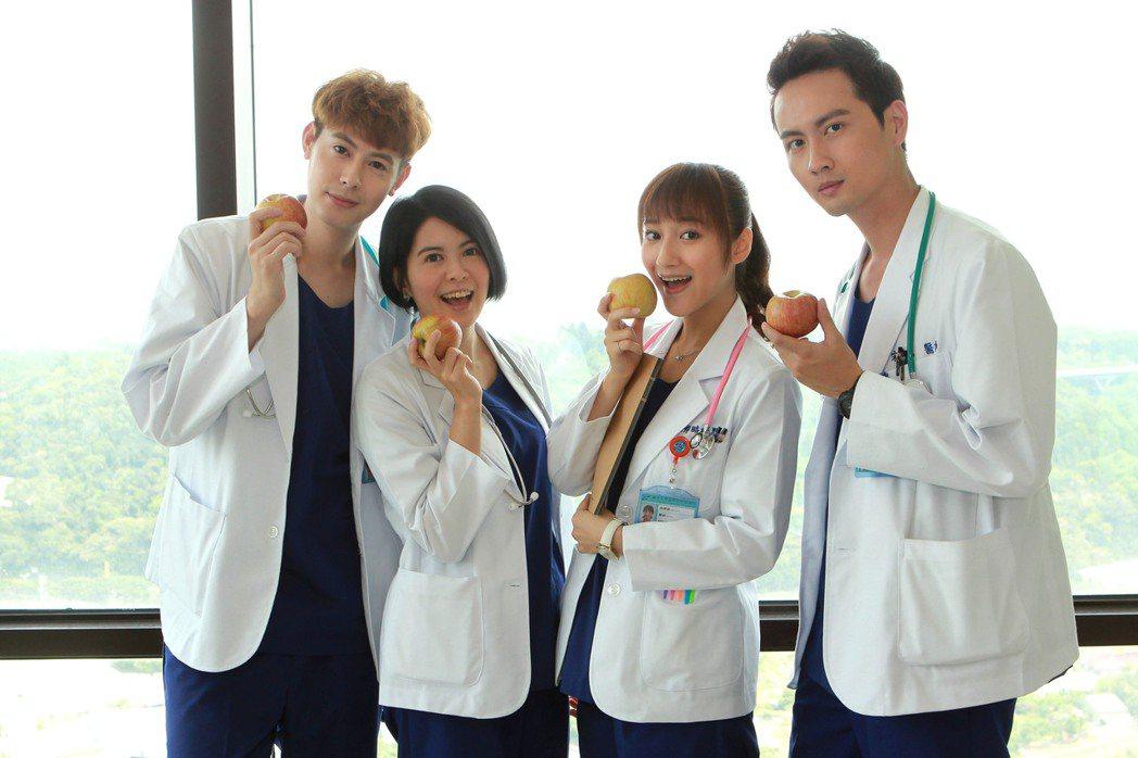 TEDDY (左起)林柏妤 、夏宇禾、 張捷合作「實習醫師鬥格」。圖/民視提供