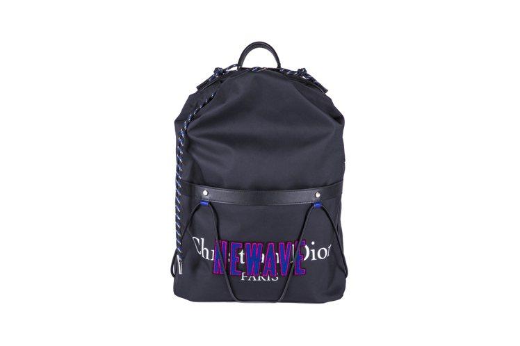 南柱赫肩背Dior Homme NEWWAVE帆布束口包,約56,000元。圖/...