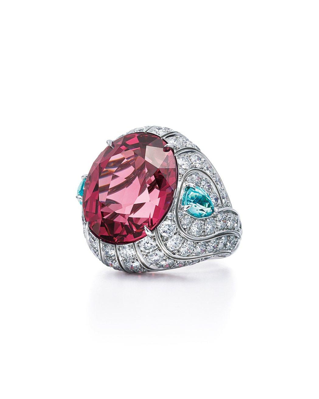 鉑金鑲嵌27.08克拉橢圓形粉色尖晶石戒指 ,1,203萬5,000元。圖/Ti...