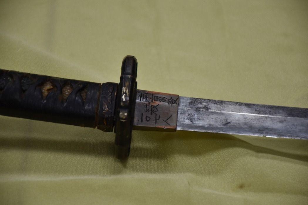 軍史館藏、刻有「南京之役殺一○七人」的日本軍刀。 本報資料照片