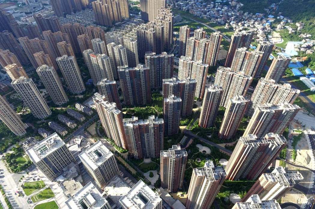 中國大陸官方加強對企業在海外投資的控管,除了限制房地產、飯店業和娛樂業的投資,也...
