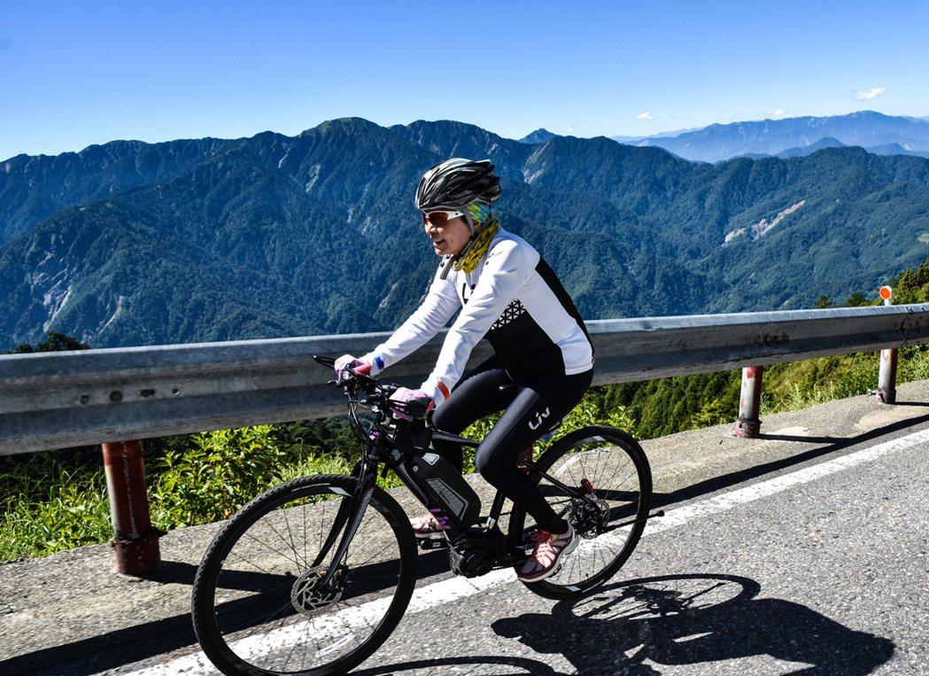 Aimez E+電動輔助自行車讓登武嶺不是難事。圖/捷安特提供