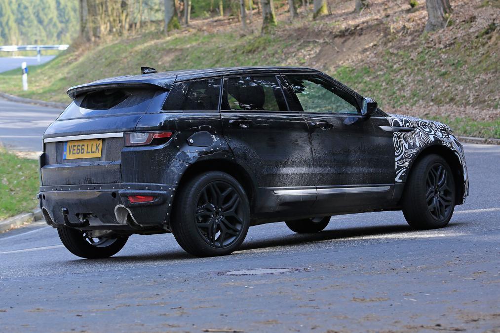 新一代Range Rover Evoque偽裝車。圖/摘自autoexpress...