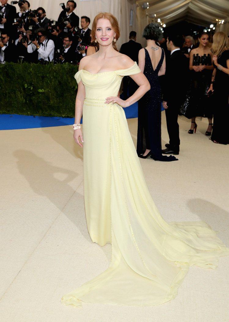 潔西卡崔絲坦(Jessica Chastain )出席今年紐約Met Gala大...
