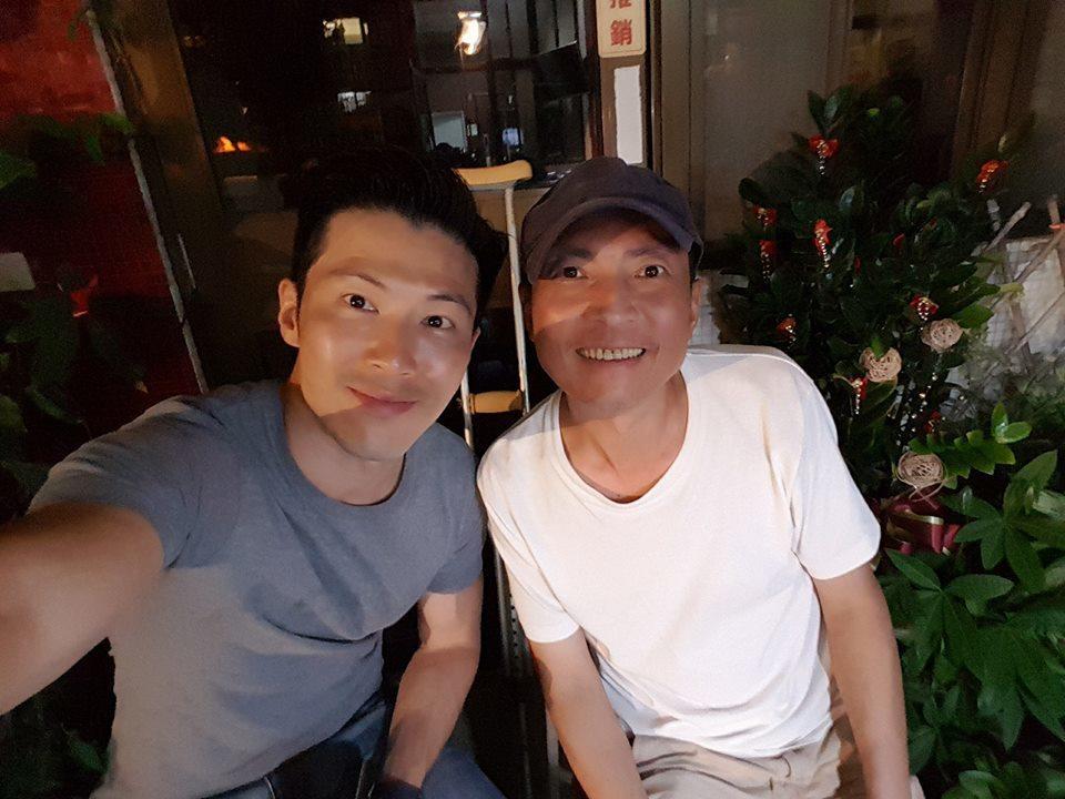 黃少祺(左)和導演陳俊任感情非常好。圖/摘自臉書