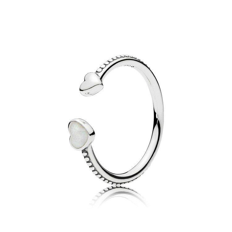 愛的心跡琺瑯925銀戒指,2,180元。圖/PANDORA提供