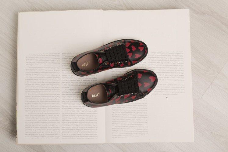 紅心圖紋運動鞋,15,800元。圖/REDValentino提供