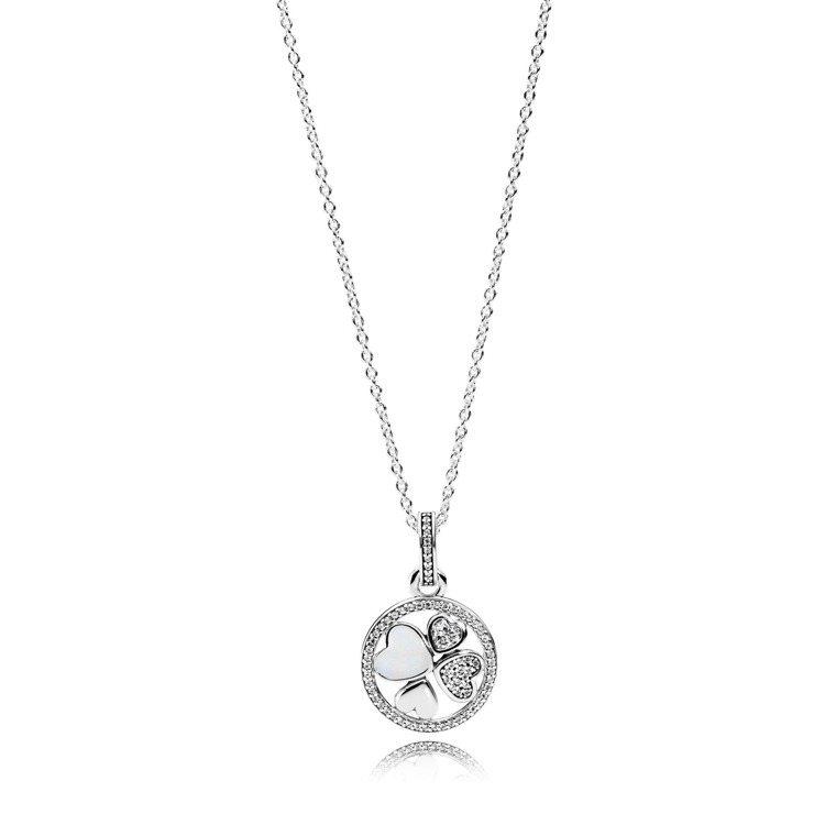 愛的心跡吊墜鋯石琺瑯925銀項鍊,3,880元。圖/PANDORA提供