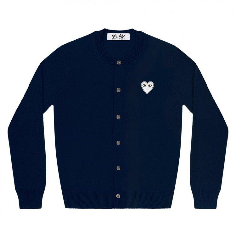 CDG PLAY系列深藍色「空心」開襟衫,13,200元。圖/團團提供