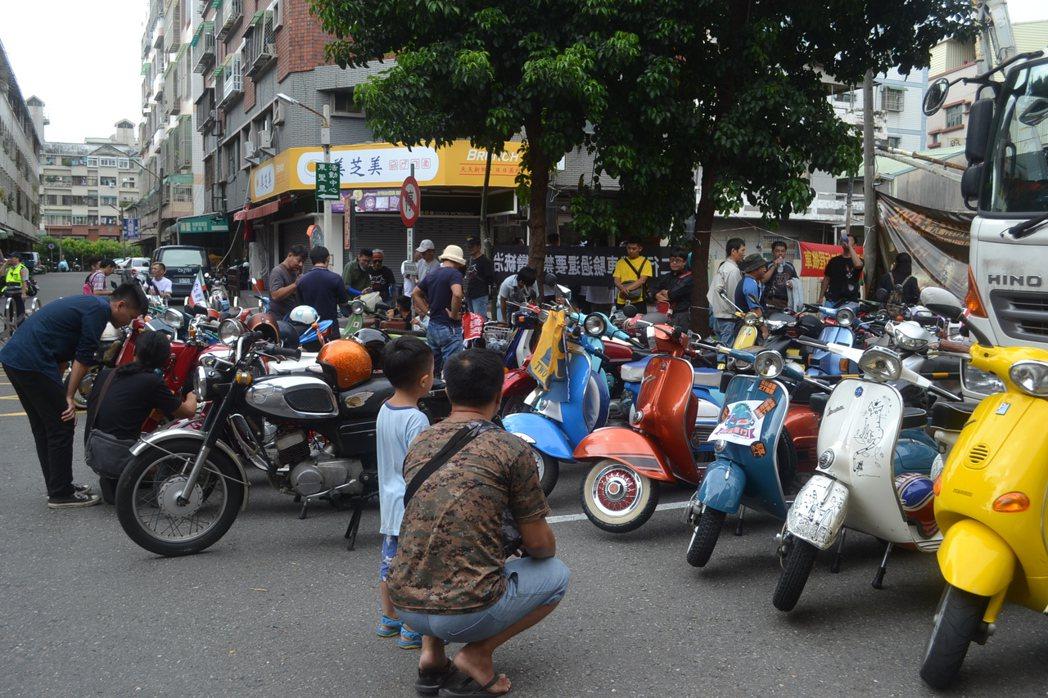 台南市政府不訂自治條例禁止二行程機車上路,改採自然淘汰方式。圖/報系資料照