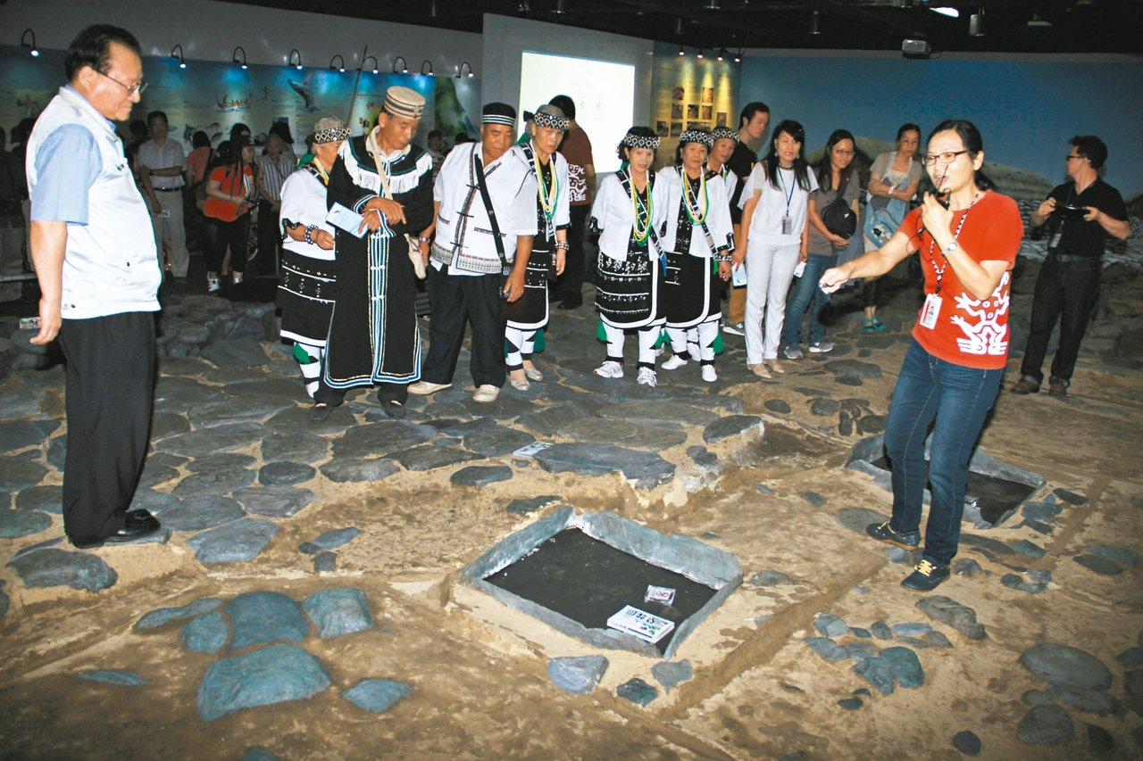 宜蘭縣立蘭陽博物館展出封埋地底一千多年的漢本遺址,並複製現場。 記者羅建旺/攝影