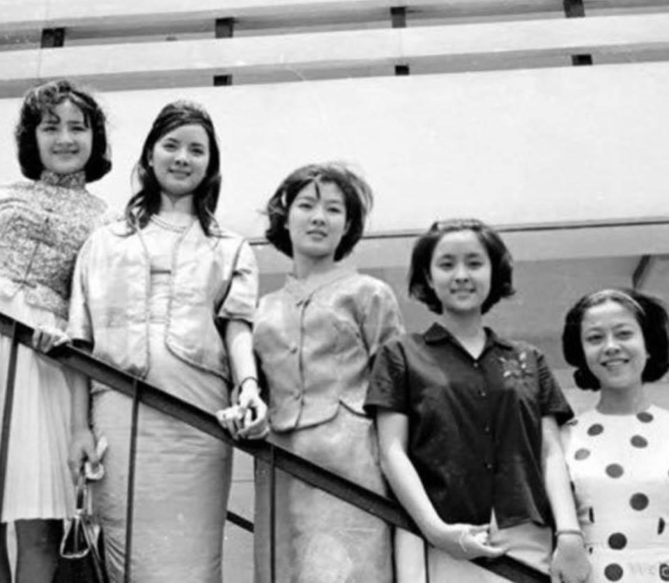 江青(左起)、汪玲、鈕方雨、甄珍、李登惠被稱為「國聯五鳳」。圖/翻攝自臉書